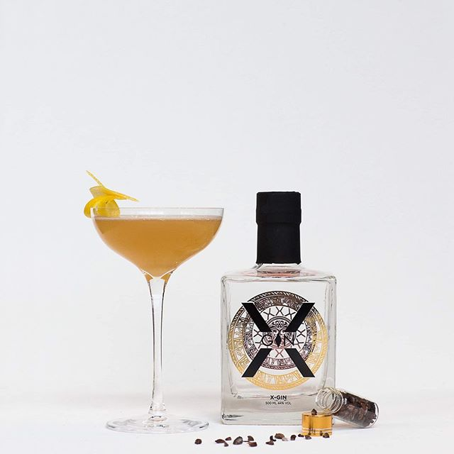 Stacy X —— X Gin Diplomatico Reserva Cold Process Apple & Ginger Syrup Lemon Juice Chocolate Bitters Lemon Zest Flamed Over Drink —— #artsoncocktailbar #nostrarestaurant #truespirit #ttcocktails #makeitworldclass #justcocktails #LTDcocktails #cocktailsforyou #worldsbestbars #reykjavik #iceland #cocktail #cocktails #bartender #bartending #bar #drinks #mixology #mixologist #vodka #gin #rum #whiskey #tequila #wine #beer #drinkstagram #worldclassis