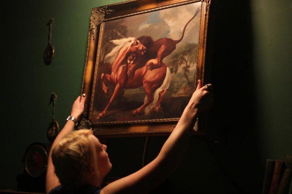 Heist - Painting Grab.jpg