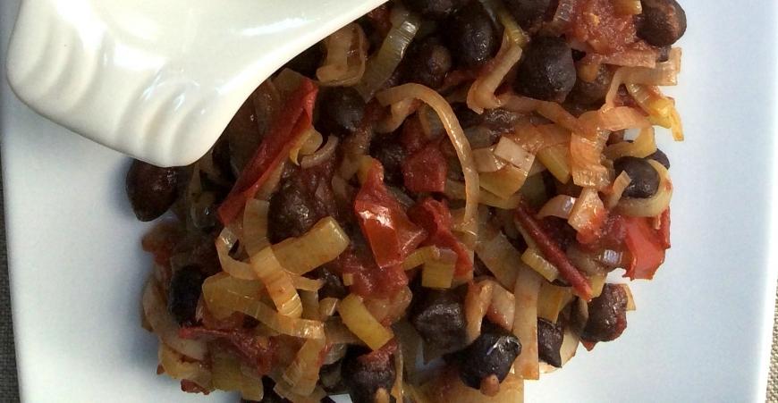 Black Chickpeas in Tomato Sauce with Leeks.jpg