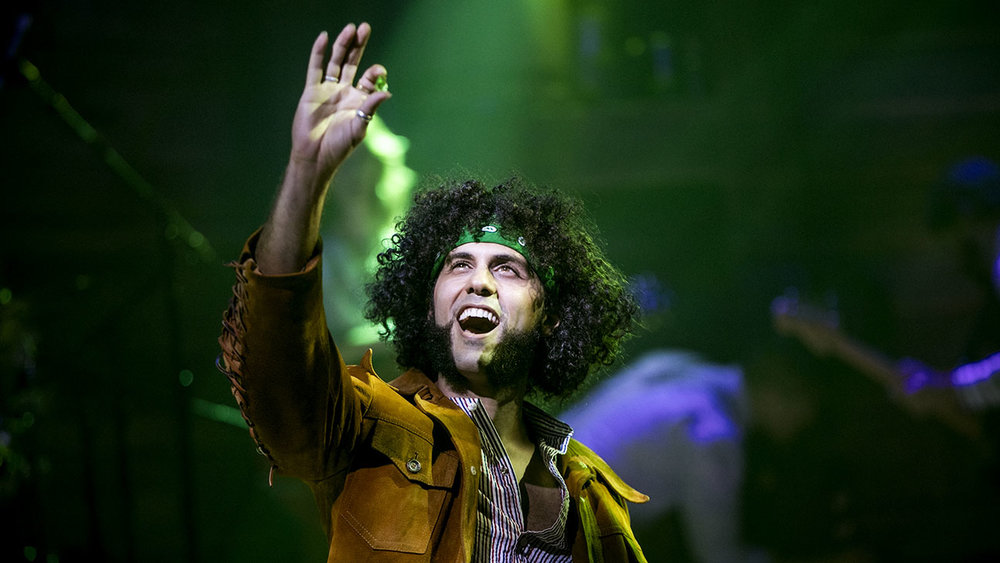 michael_viruet_in_red_roses_green_gold_at_the_minetta_lane_theatre_-_photo_by_chad_batka_2-h_2017.jpg