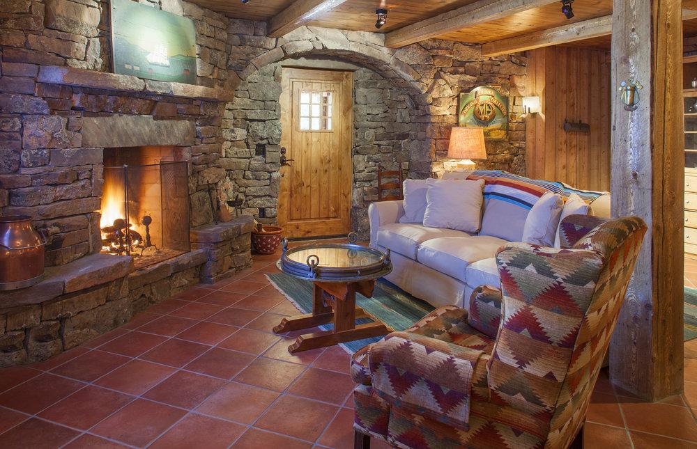 Cozy Hill House Fieldstone Room
