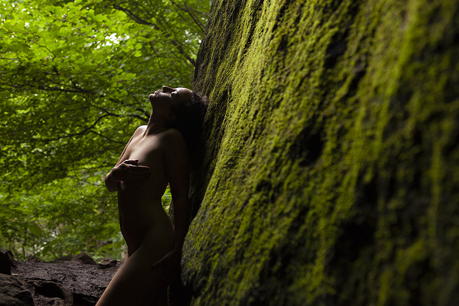 fine art nude in nature outdoor boudoir photography mossy rocks