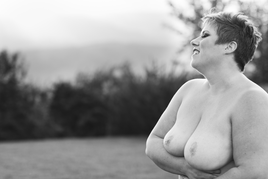 curvy boudoir photography outdoors in nature