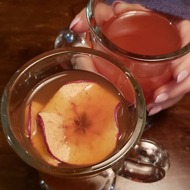 Don't let this season slip away without some top notch homemade hot apple cider. Apple slice free of charge 😉