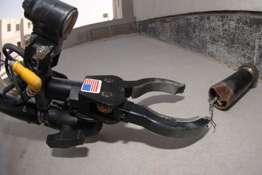 remote-robotics-bomb-diffuse