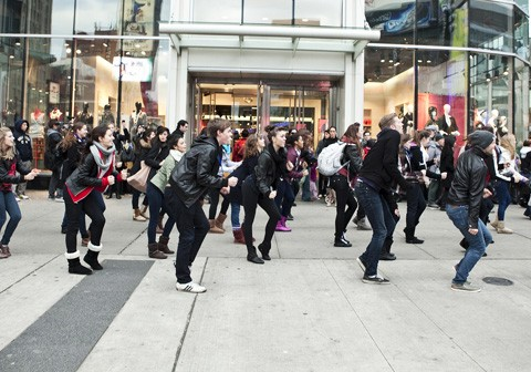 nada-flash-mob-dance-480x336.jpg