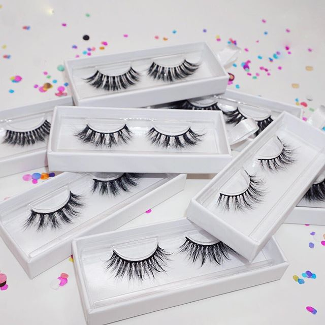 """Shop our handcrafted luxurious lashes⠀ Reusable up to 25 times! ⠀ Www.vidacosmeticsshop.com⠀ Use code FAMILIA for 20% off⠀ ⠀ Www.facebook.com/shopvidacosmetics⠀ ⠀ Join our text alerts to get alerted on giveaways, sales, restocks, Facebook lives, & much more! ⠀ 🤳🏼text """"@vidalash"""" to 81010⠀ ⠀ ⠀ #lashes #latina #beauty #makeup #mua #abh #maquillaje #maquiagem #anastasiabeverlyhills #glow #vidacosmetics #vida #fiercesociety #wakeupandmakeup #motd #latinaowned #womanowned #ojos #makeupmafia #makeupartist #morphebabe #vidabeauty #eyelashes #makeuplookoftheday #makeupjunkie #makeuplover #makeupaddicts #LatinAmerica #latinx #latinas"""