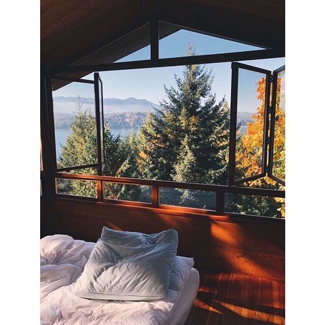 "Monday Daydreaming 🍂🔥☕️🌲🐻...already thinking of what my next adventure is going to be 🙇‍♀️. It's so important (at least to me) even in the midst of the day to day to never stop dreaming. Never lose that adventurous spirit and the thoughts that put big smiles on our faces, the thoughts that makes us feel fire and our faces glow. It doesn't have to be crazy expensive, or super elaborate but to keep striving, planning and ""one day""  soon becomes today. But it all started with letting yourself be excited about something. Some days we have to fight more than others, it's not always easy with the loads we carry but we all have that something that puts that mischievous twinkle in our eye. Fight to keep it. #dreamingonabudget #adventurousheart #ifyouvelostitgofindit #parasailabovemundane #letthatkidinsideouttoplay"