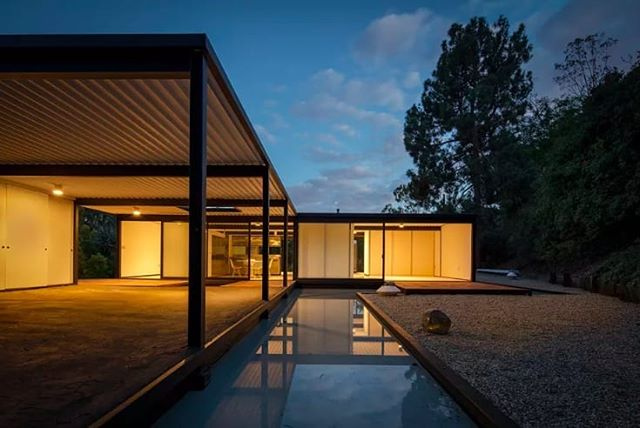 The Bailey House by architect Pierre Koenig is currently on the market at $3.6M What's not to love about this steel and glass residence built between 1956 and 1958? Listed on the local and national historic registers, the 1,280 sqft  house is one of approximately 20 surviving residences from the famed Case Study House program sponsored by Arts & Architecture Magazine. Truly a #collectiblehouse 📷 Matthew Momberger #casestudy21 #baileyhouse #pierrekoenig #southerncaliforniahistory #losangeles #laurelcanyon #architecture #midcenturymodern #modernism #design #homes #reflectingpool #steelandglass #simplicity #realestate #onthemarket