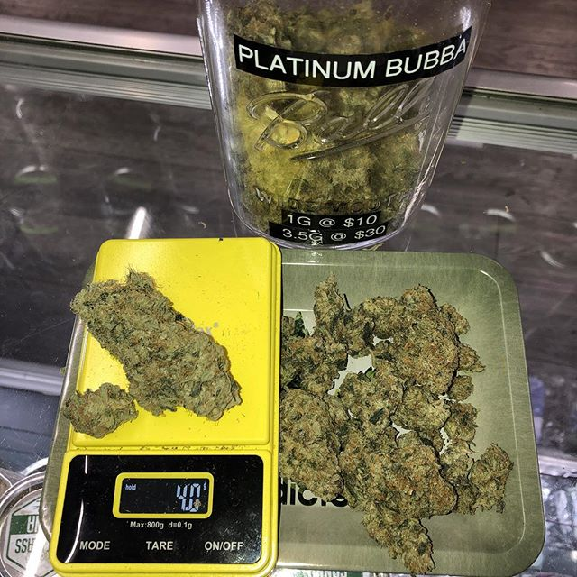 4GRAM FRIDAY! Come in today before midnight to get 4G on your 8th or anything higher than that 😛😛😛😛 #smokebroccoli #weedstagram420 #cannabiscommunity #weedporn #platinum #bubba #bubba