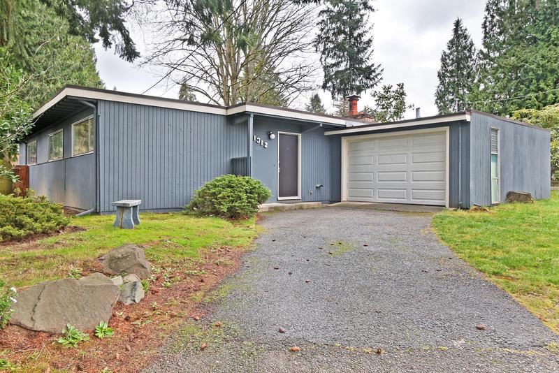 Lake Hills Home - $3,000/mth