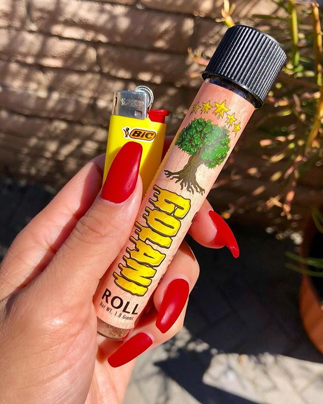 Top of the morning LA! Come get your Saturday started off right at OG Topshop 🤘🏼🤪 Today we have 10% off on ALL prerolls! The Golani's are my fav they have bomb flavors and it has top quality flower, dipped in oil and covered in some fluffy kief 🤤😍 #weedporn #prerolls #goodshit #laweed #bigsmoke #ironlungs #dealsondeals #golani #weedstigram