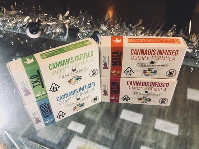 "Happy Monday ! 1st of October 👻 10% off ALL edibles ALL day long 🔥 • • • @kushypunchclub ""Healthier and Happier"" goes a long ways with their best #organic ingredients 💚 a High for your mind body and soul ✨ • • • #ismokeit #bud #ofwk #ohcannabis #kushmanbrosgenetics #kindtray #pharmabee #sublimation #subculture #subculturetv #supportenrico #memes #freetheseed #raw #weedlife #life #shatter #stonergirls #wax #bong #instaweed #girls #love #dab #hemp #smoking #art #nature #edibles"