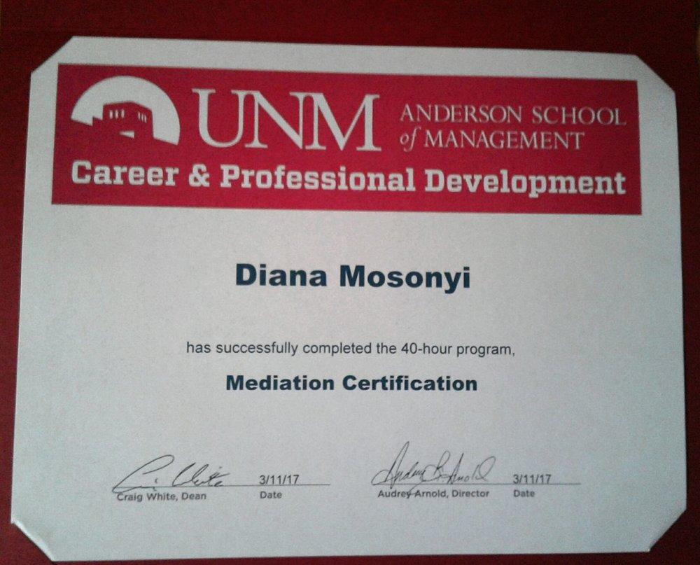 Új-mexikói egyetem - 2017. január A Rézler Gyula alapítvány ösztöndíj nyertese voltam aminek köszönhetően egy szemesztert az Egyesült Államokban töltöttem, az Új Mexikói Egyetem Anderson Management szakán mediációt, tárgyalástechnikát és munkajogot tanultam. Az amerikai képzés során mind szakmailag, mind emberileg sokat fejlődtem. Képesített amerikai mediátorrá váltam és a Belligion Bíróságon társ mediátorként gyakorolhattam és fejleszthettem a megszerzett tudásomat. Erről a kalandról és tapasztalásról ebben a beszámolóban olvashat.