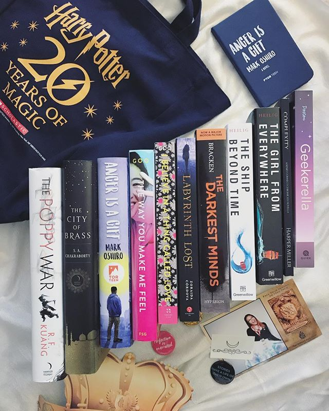bookcon recap, part 2 🌥 here are most of the books I purchased, as well as some cool free swag! (full disclosure: I received signed copies of The City of Brass and The Poppy War for free with my VIP pass) I haven't read any of these books, with the exception of Geekerella, and am so excited to start them! 💗 guess who finished Girls of Paper and Fire?! this girl 🤗 it feels so great to be repped in a YA Fantasy, especially with a bi asian lady MC. is this how white people feel all the damn time? ✨