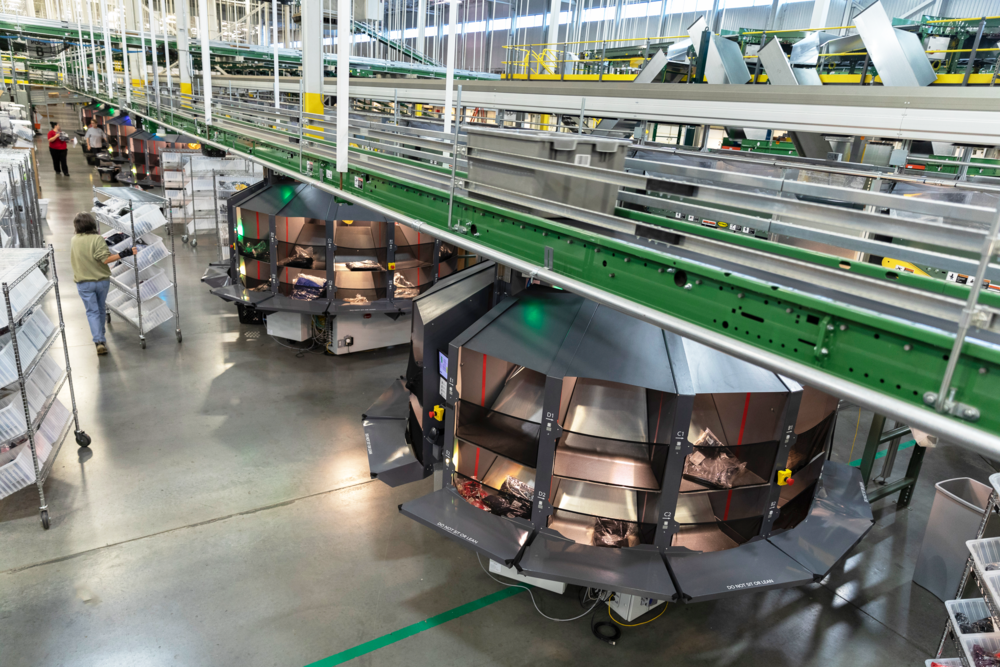 Flexible & Scalable Solution - Efficiently manage labor needs through peak season. SORT's ability to flex based on throughput needs ensures your customer demand is consistently and reliably met.
