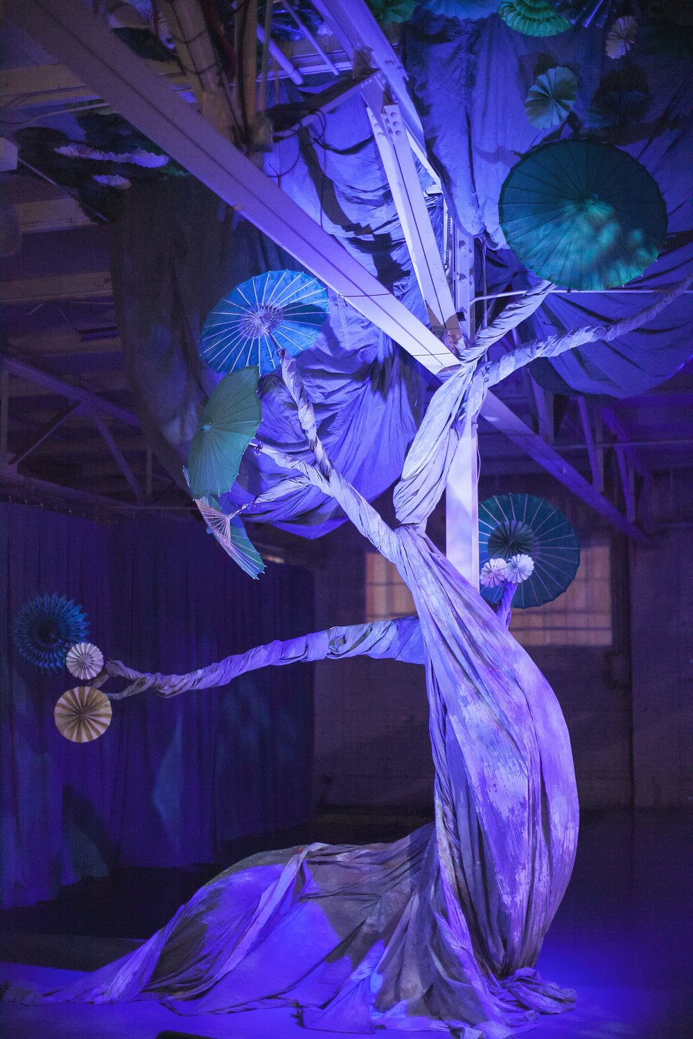the-tree-designed-by-Tom-Varani-for-Wonderbound_s-production-of-Snow-with-Jesse-Manely-and-His-Band_Photo-by-Amanda-Tipton_2017.jpg