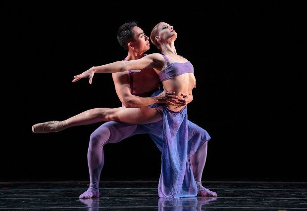 """Smuin's Mengjun Chen and Tessa Barbour in Stanton Welch's """"Indigo."""" Photo by Chris Hardy. 2016."""