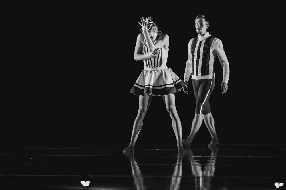 Wonderbound-dancers-in-Company-Artist-Sarah-Tallman_s_Read-The-Signs_in_Cupid_s-Playground-with-the-Colorado-Symphony_photo-by-Amanda-Tipton_201937.jpg