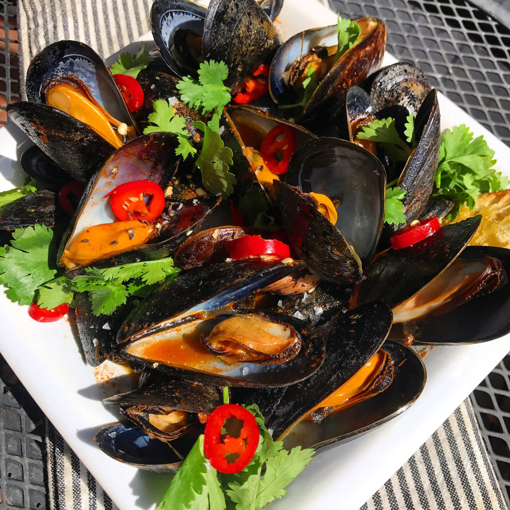 Salsa Roja Mussels