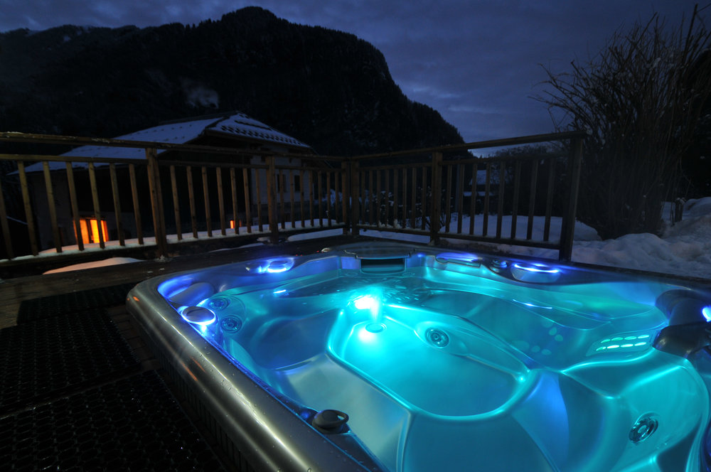 Maison-La-Cerisaie-Hot-Tub.jpg