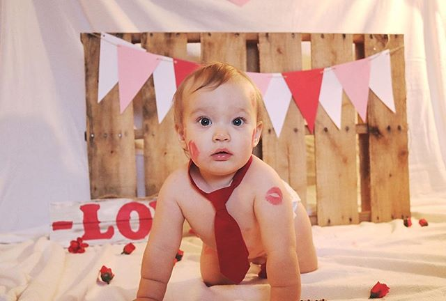 Happy Valentine's Day from my littlest love! ♥️ One year ago we were awaiting this little lovebug's arrival and this year we get to celebrate our first Valentine's day together earthside ♥️ . . My sweet friend @missbaileydailyphotography created this adorable set and gave me an excuse to cover my sweet boy in kisses 💋💋💋 Check her out if you're in the Frankfort area - she's so wonderful with the littles ♥️ . . . #firstvalentines #duedate #mamasboy #missbaileydailyphotography #doula #birthdoula #vdaybaby #love
