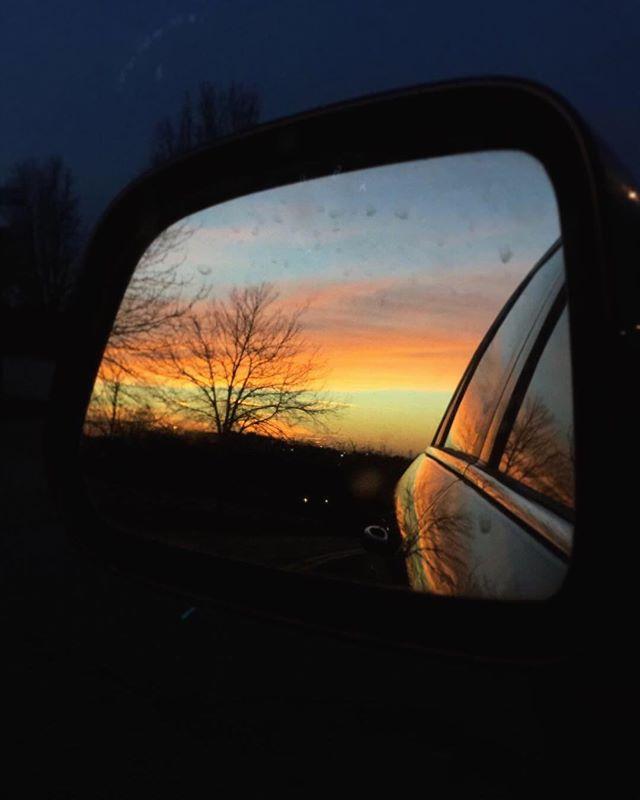 It's a beautiful morning, friends! Wishing you a Sunday as wonderful as the sunrise ⛅️🌤☀️🌞 💛🧡 . . .  #sunrise #thelittlethings #happymoments #doula #birthdoula #mamabeardoulaky #love