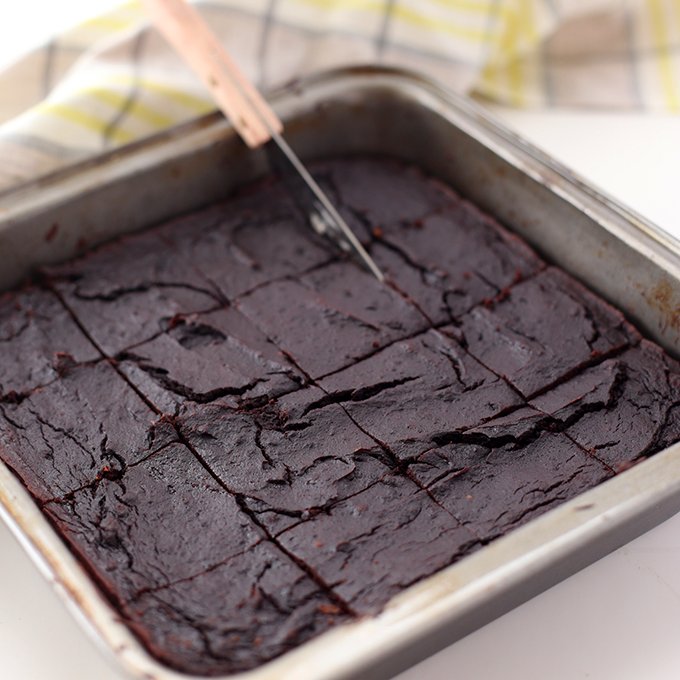 HEALTHY AVOCADO BROWNIE - 1 large avocado1/2 cup unsweetened applesauce1/2 cup maple syrup1 tsp vanilla extract3 large eggs1/2 cup coconut flour1/2 cup unsweetened Dutch-processed cocoa powder*1/4 tsp sea salt1 tsp baking sodaSee it here