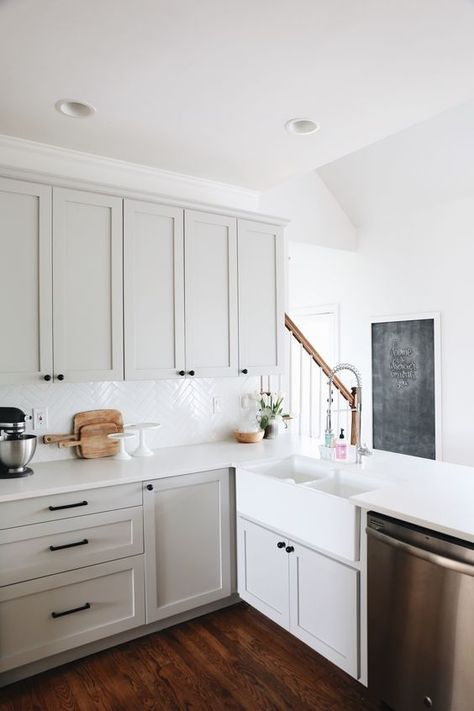 Minimalist kitchen design | www.blog.vigoindustries.com