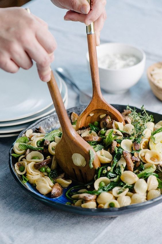 Spring Pasta Primavera with Lemon Ricotta - IngredientsServes 6Produce4 cup Baby spinach2 Garlic cloves1 Leek or shallot2 Lemon1 Mint, fresh16 oz Mushrooms, wild1 cup Peas, fresh or frozen1 Thyme, freshPasta & Grains1/2 lb OrecchietteBaking & Spices1 Kosher salt1 Pepper, fresh crackedOils & Vinegars1 tbsp Olive oil, unfiltered extra virginSee it here!