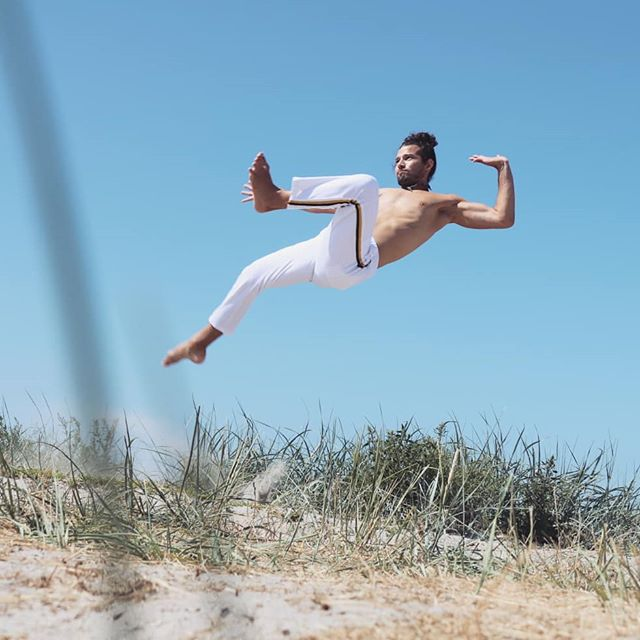 Outdoors Capoeira class on Wednesdays Here in Malmö.  By Ribban just after The Urban Beach sign. Time 18:00-19:30 60kr minimum donation. Ideal for beginners but all levels are welcome.  #capoeira #Africa #Brazil #capoeiraeverywhere #capoeiralife #capoeiraforever #capoeiraworld #activelifestyle #martialartist #spinningkicks #malmö #sweden #skåne #morrisreyes #successful #keepmoving #nevertolate #skills #bodyweighttraining #londonfit #artwork #expression #worldwide #skanefitness #believeinyourdreams #believeinyourself #dontgiveup#listentoyourinnerchild #yoga