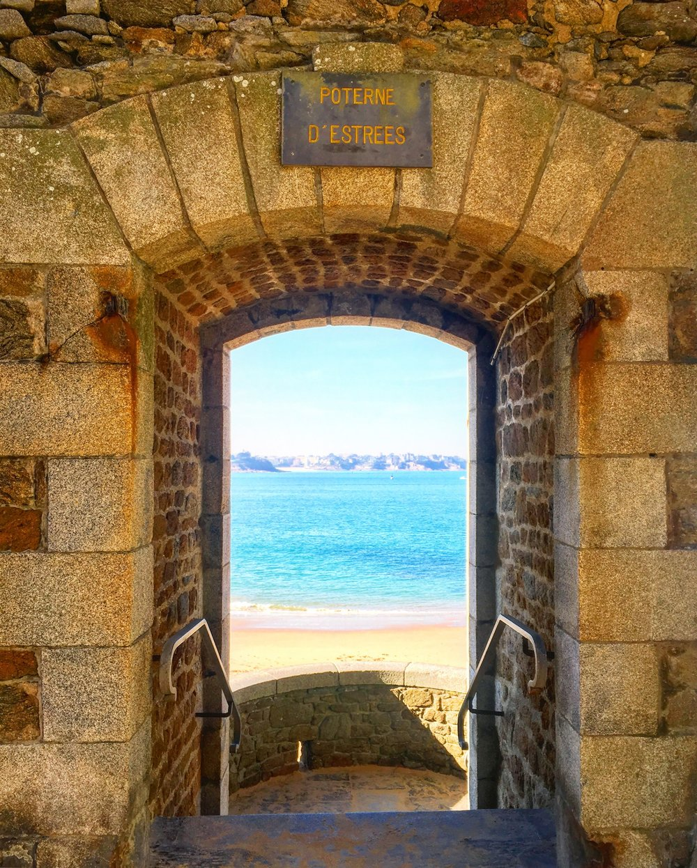 Marie-Laure's path to  la plage du Môle