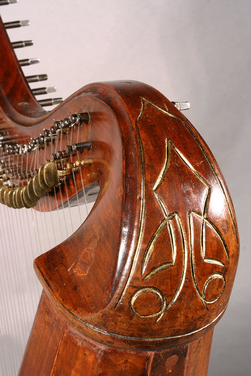 Irish harp design detail