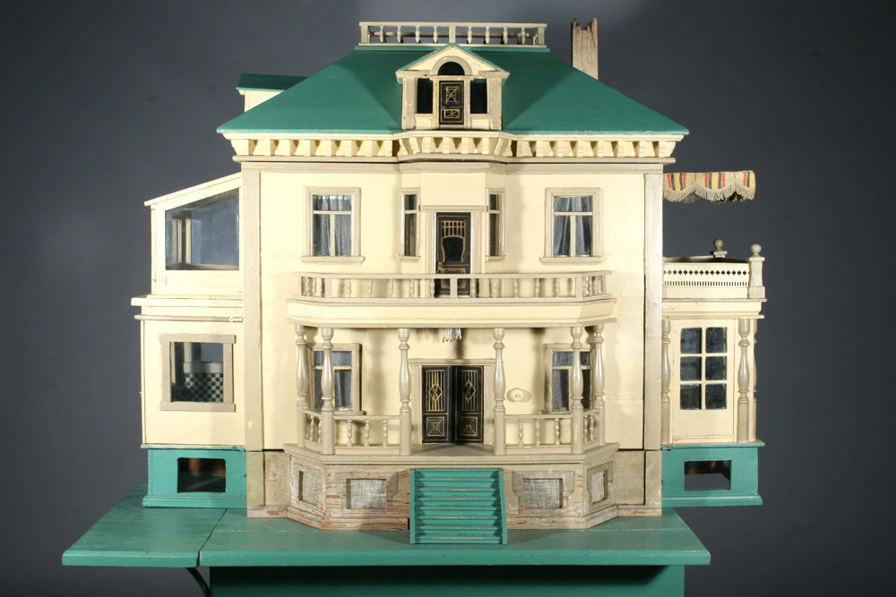 Antique Dollhouses