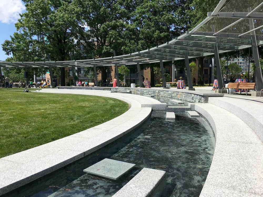 02-SW-Waterfront-Park-District-Wharf-fountain.jpg