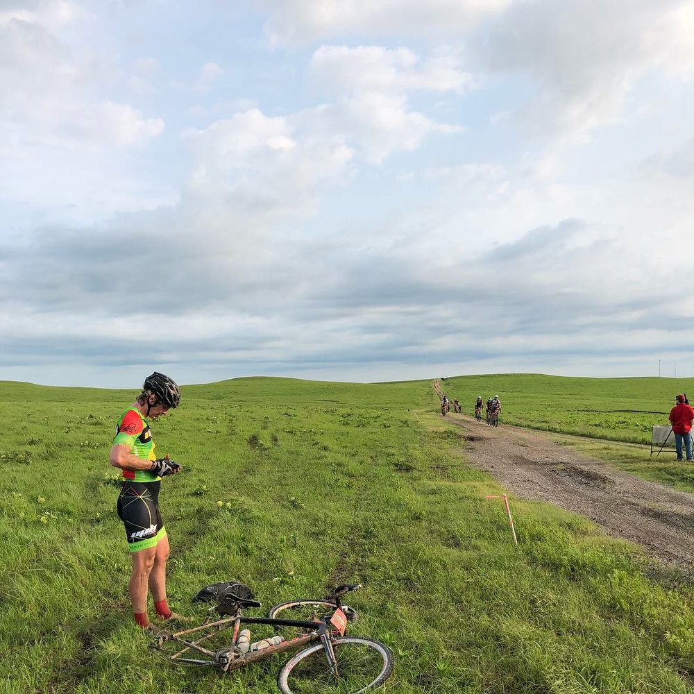 Stuart Nelsen tends to puncture at Dirty Kanza 2018,