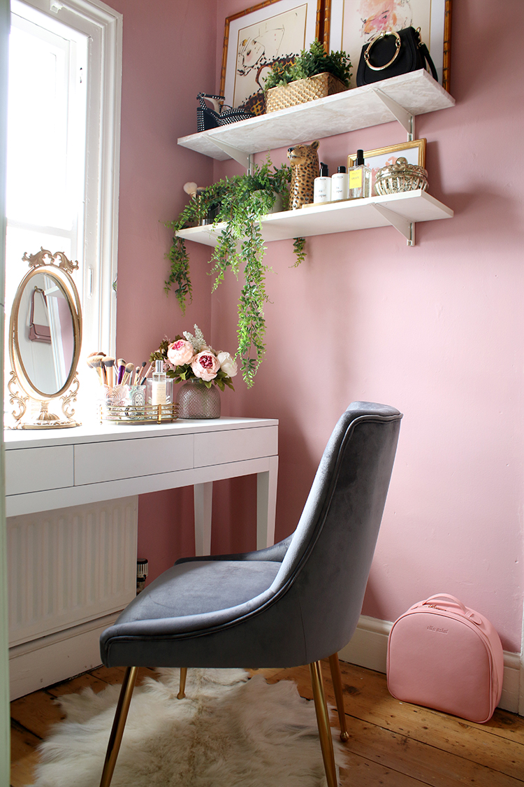 makeup room reveal  via swoonworthy blog