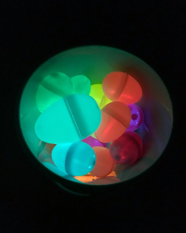 Easter egg hunt with mini glow sticks: Seriously it's as cool as it looks. . . I love changing things up and seeing their faces as they get to experience something new and exciting. It's how their tiny brains grow and learn and go into discovery mode. Change it up and join in on the sensory fun ❤️ #easterhunt #playingwithchanel