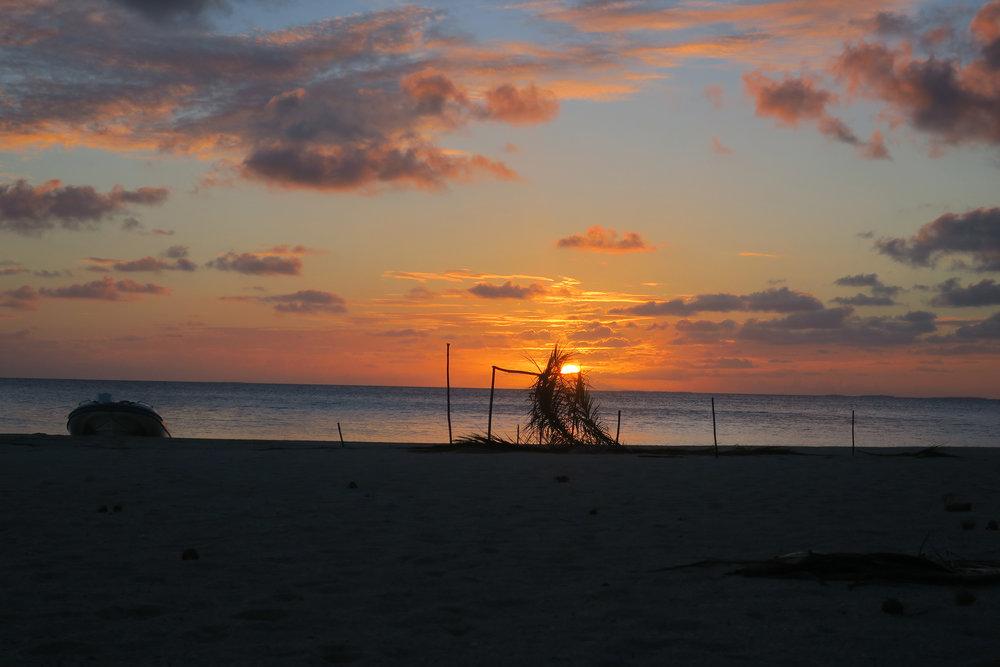 Sunset-Tuamotus.jpg