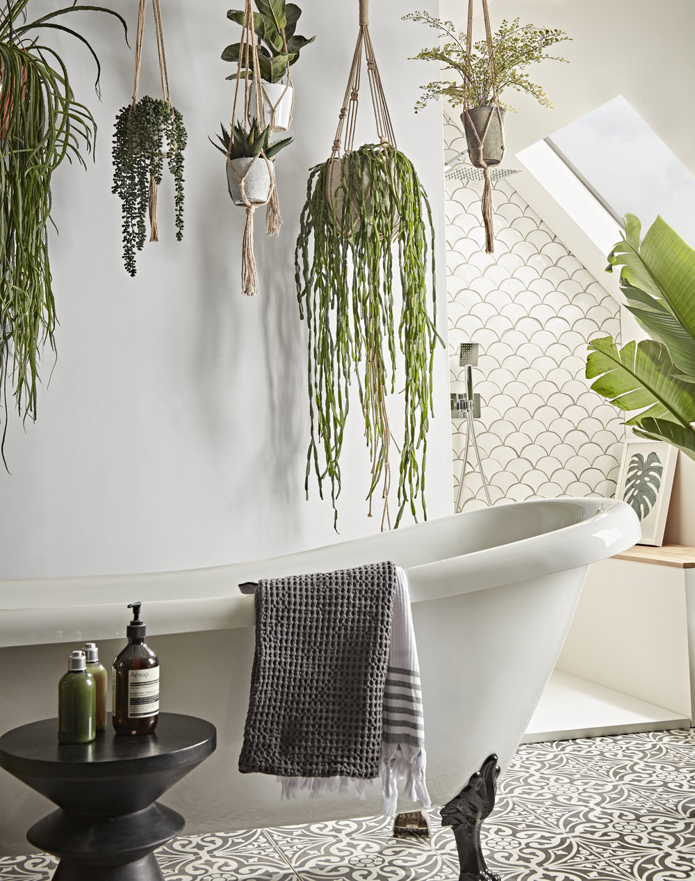Hanging Gardens - Mimic the lush canopy of a tropical forest and create a spectacular installation in your bathroom, simply by hanging a few planters!