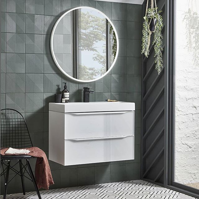 All our Frame mirrors come with a dimmable, light temperature changing function that can be tailored to suit your mood and the time of day. We think it's almost as good as a strong cup of coffee to wake you up 😊 . . . #bathroommirror #illuminatedmirror #bathroom #bathroominspo #homedecor #bathroomdesign #apartmenttherapy #interiorinspo #interior4inspo