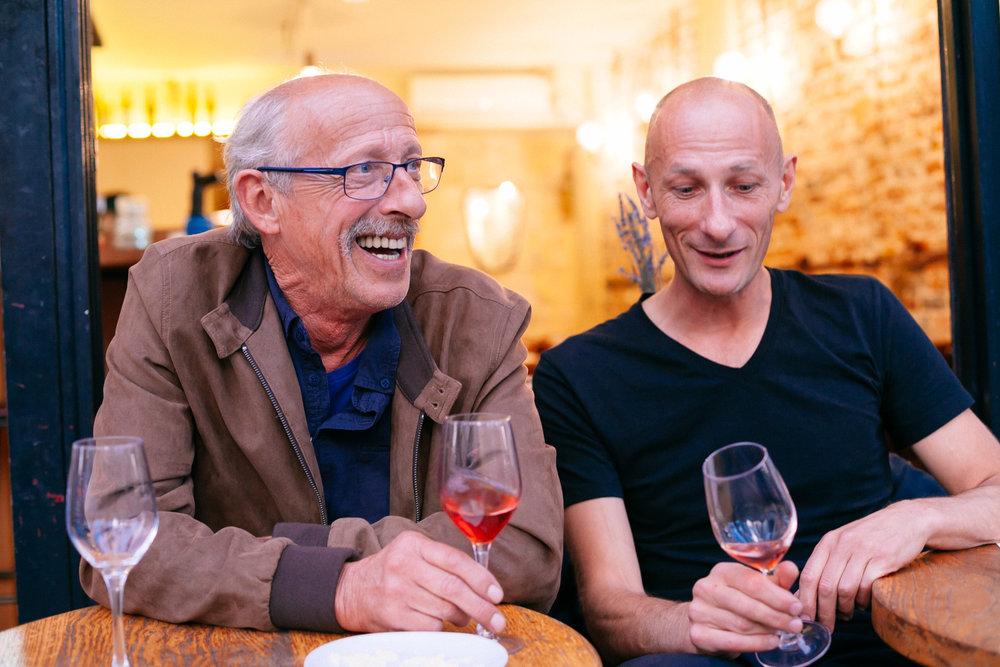 Romuald, avec Christian Vache, de passage à Paris en cette mi-octobre 2018. Le vignoble a été très touché par le mildiou au printemps dernier en Vacqueyras…