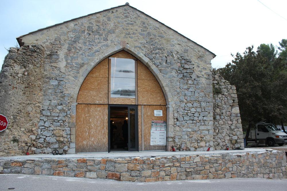 La future boutique, dans une chapelle entièrement rénovée par David. Quel homme !