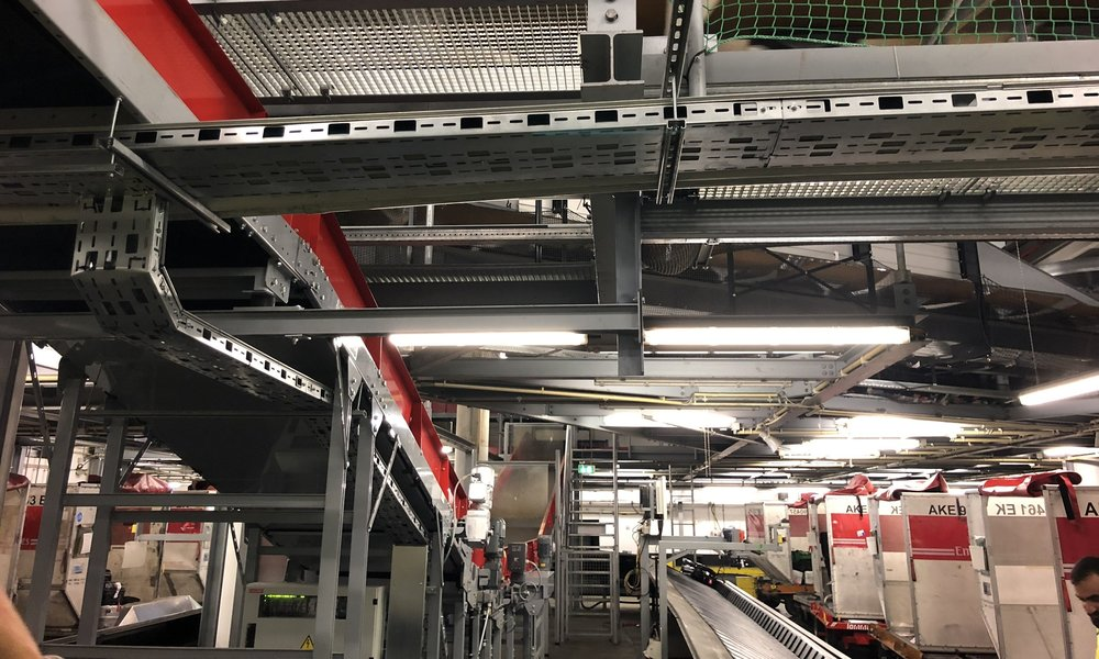 inside Hamburg Airport's baggage sorting facility