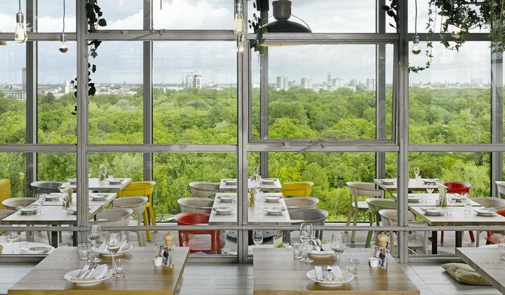 Utsikten fra restaurant Neni,som ligger på toppen av et av våre favoritthoteller  Photo courtesy: 25 Hours Hotel Berlin.