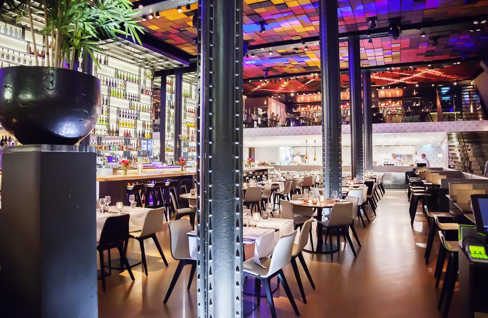 Amsterdam frister med spennende restauranter i flotte lokaler .