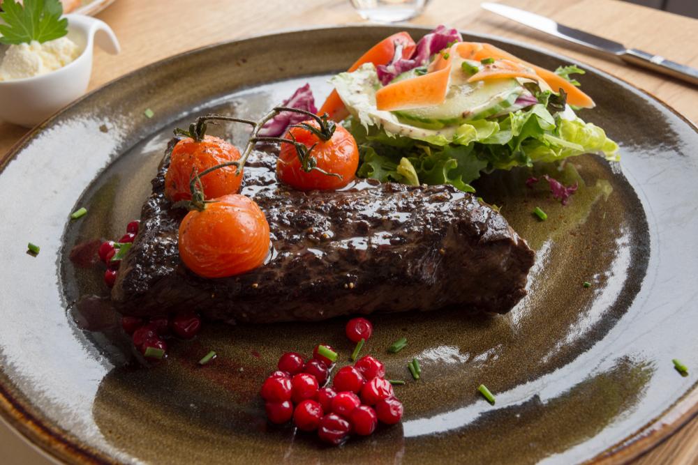 En hvalbiff er bare noe av det du kan få servert i Lofoten