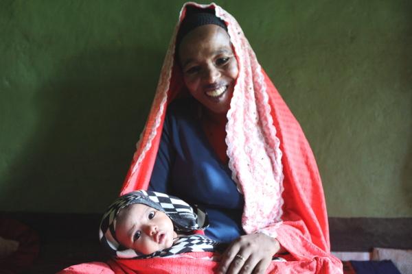 Rabiya smiling with her baby daughter Fedila