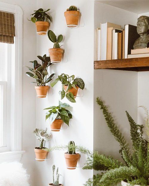 10 Easy Ways to Decorate a Large Wall (without using Framed ...