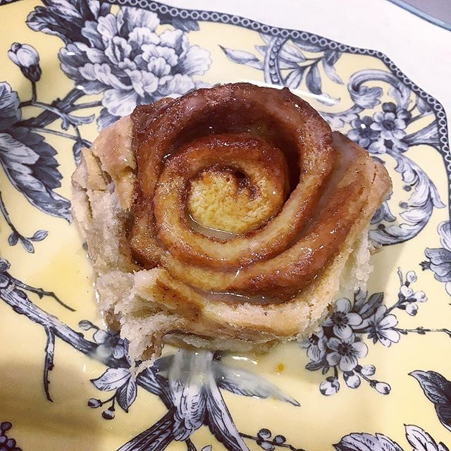 Cinnamon buns from my wifey @6ftofblondeperfection